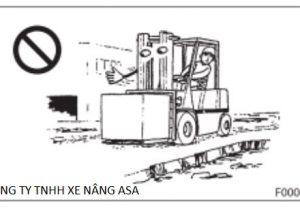 Cách tránh lật xe và xử lý khi xe nâng hàng bị lật phần II