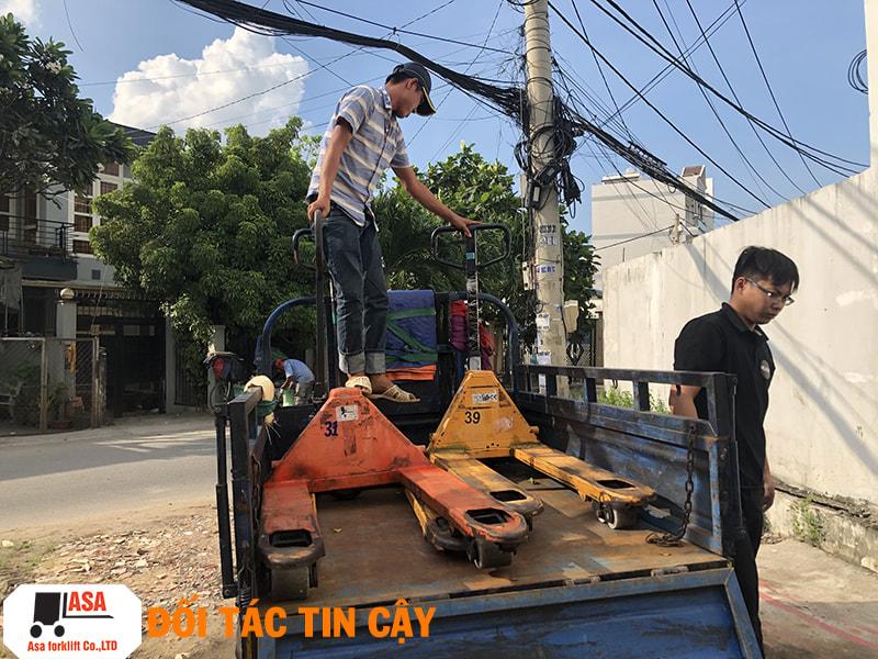 Xe nâng tay sau khi sửa chữa xong sẽ được vận chuyển đến tay khách hàng nhanh chóng