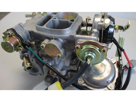 Nhiên liệu sẽ được cung cấp cho động cơ nhờ một thiết bị là bộ chế hòa khí