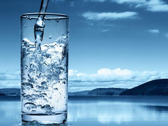Nước cất là loại nước tinh khiết, không lẫn tạp chất hữu cơ và vô cơ hay các loại ion kim loại như nước thông thường