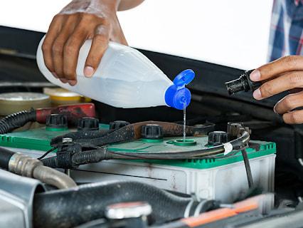 Nếu không kịp thời bổ sung nước cất thì ắc quy sẽ mất khả năng tích điện và làm giảm tuổi thọ của ắc quy