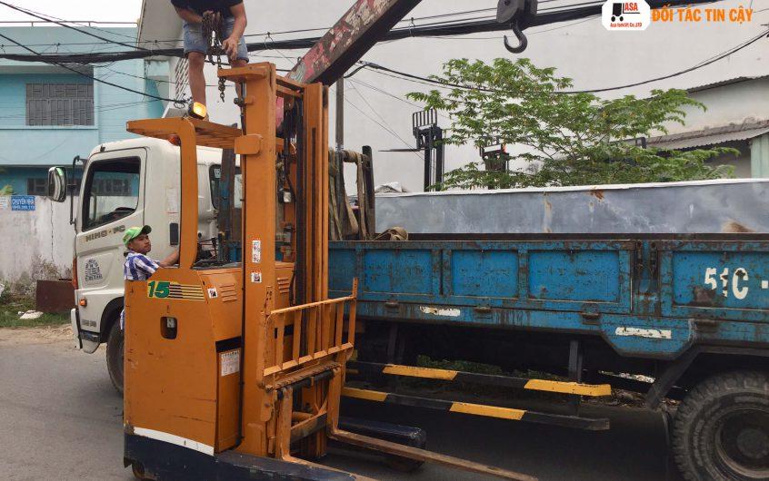 Xe nâng reach truck là gì? Vì sao nên chọn reach truck