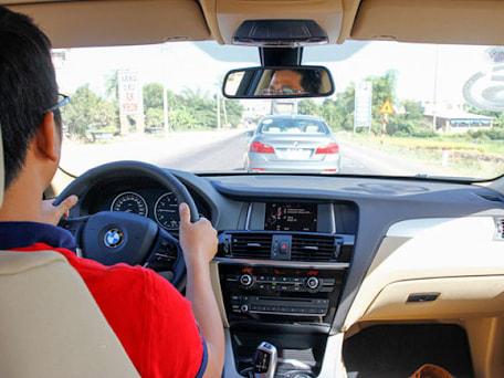 Người lái sẽ cảm thấy thoải mái hơn rất nhiều nhờ sự hỗ trợ của hệ thống điều khiển hành trình