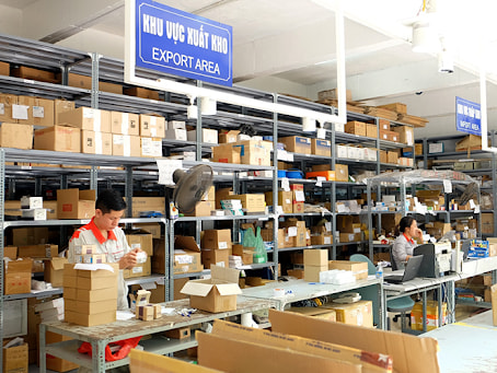 Nếu kiểm tra thấy hàng hóa đủ yêu cầu thì nhân viên quản lý kho sẽ lập phiếu xuất kho có kèm theo hóa đơn bán hàng