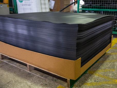 Sử dụng slip sheet khi thực hiện quá trình bốc xếp hàng hóa một cách nhanh chóng và gọn nhẹ hơn