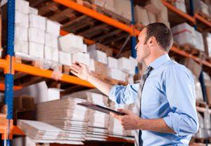 Mặc dù là người quản lý những con số về số lượng hàng hóa nhưng thủ kho lại không liên quan đến kế toán kho