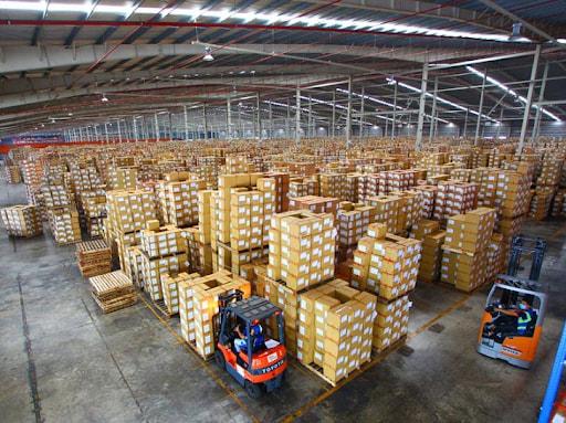 Warehouse là gì? Vai trò của kho hàng trong logistics